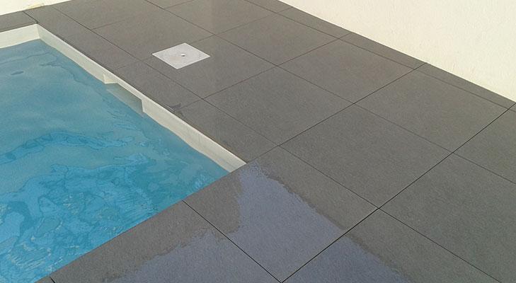 Terrasse étanche bord de piscine