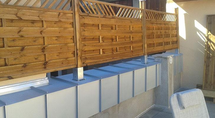 Habillage terrasse de maison avec bandeau