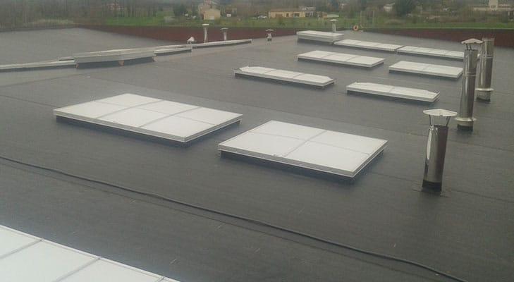 Pose membrane EPDM sur bâtiment industriel Lagrave